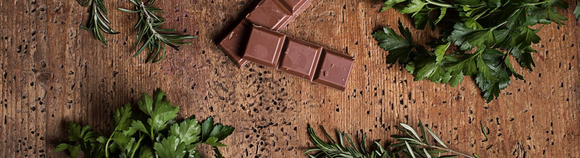 Schokolade mit Rosmarin und Petersilie