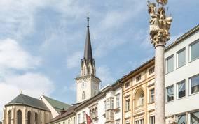 Mit seinen 94 Metern ist der Turm der Jakobskirche, der bereits im Mittelalter berühmt war und mehrfach umgestaltet wurde, der höchste Kärntens.