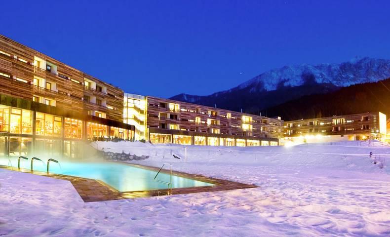 Falkensteiner Hotel Spa Carinzia Exterior Winter Night