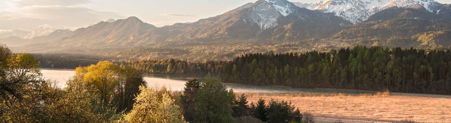 Faaker See mit Blick auf den Mittagskogel