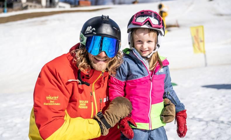 Skilehrer mit Schüler