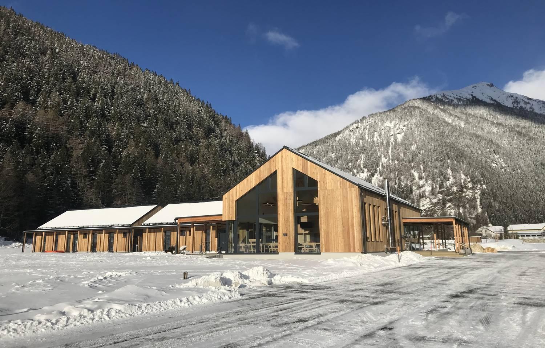 HOCHoben Camping Haupthaus im Winter